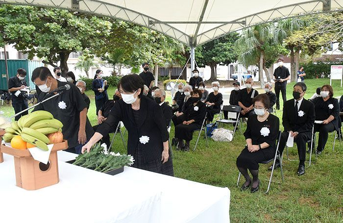 Memorial service held at Naguyake Monument on the 77th anniversary of the October 10 air raid that burned down 90% of Naha