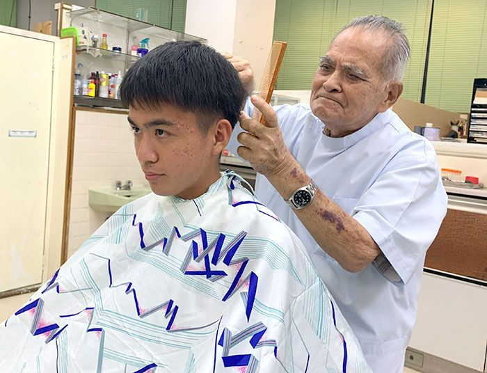 After 48 years in business, barbershop owner in Nago cuts his grandson's hair for his final customer